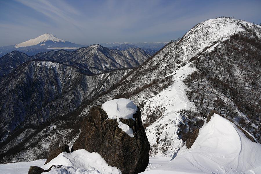 鬼ヶ岩から蛭ヶ岳と富士山