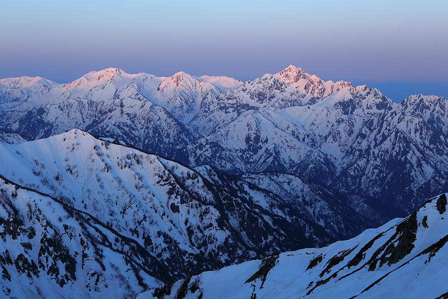 夜明けの剱岳