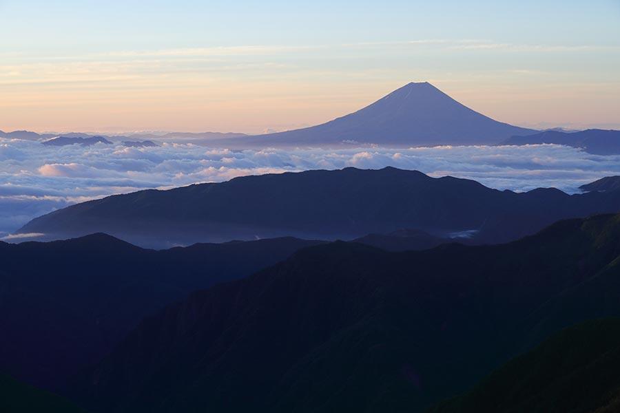 日の出後の富士山