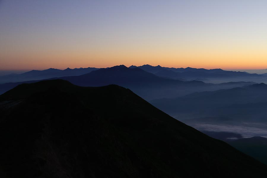 夜明け前の北アルプス